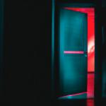 puerta de vecino moroso